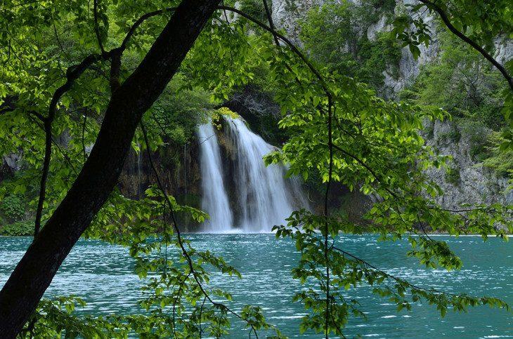 ...wieczny wody szum...