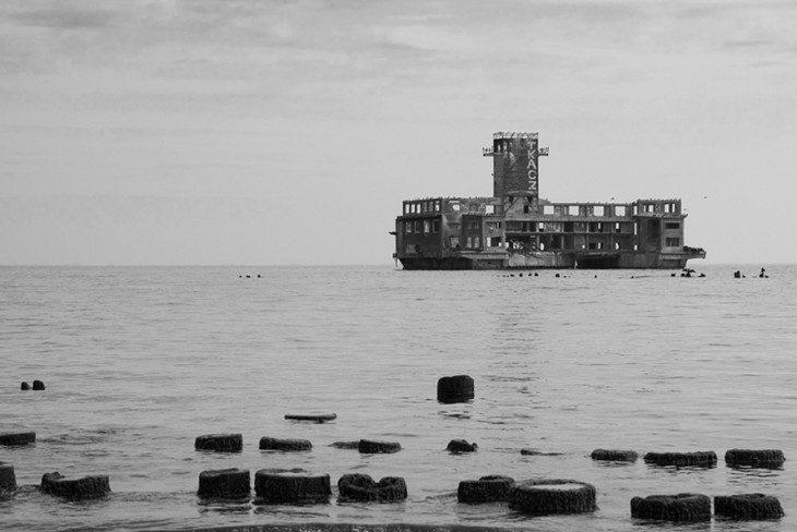 ...zamek na wodzie...